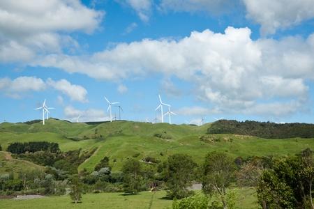 wind farm: Te Apiti turbinas de parques e�licos en la distancia. Foto de archivo