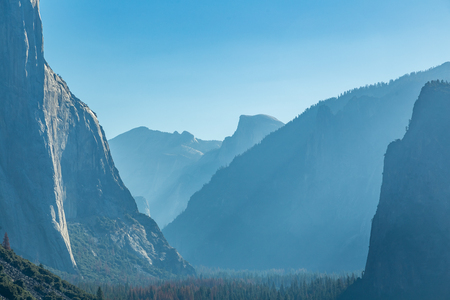 Tunnel View is a scenic overlook on State Route 41 in Yosemite National Park. The iconic and expansive view of Yosemite Valley from the view point have been seen and documented by visitors since it opened in 1933. Internationally renowned artists to casua Reklamní fotografie