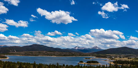 Dillon Reservoir, sometimes referred to as Lake Dillon, is a large fresh water reservoir located in Summit County, Colorado, and is a reservoir for the city of Denver. Popular ski areas are close to the reservoir, including Copper Mountain, Keystone, Arap Banco de Imagens