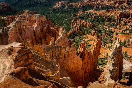 Hoodoo and eroded cliff formations at Bryce Canyon National Park in Utah. 版權商用圖片