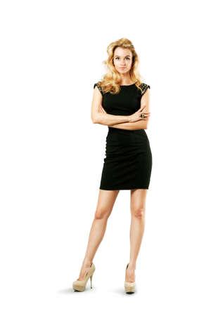 리틀 블랙 패션 드레스에 섹시한 금발의 여자의 전체 길이 초상화