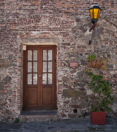 Wooden Door Colonia Uruguay With Old Fashioned Lamppost Imagens - 15514312