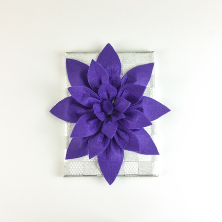 Homemade felt purple flower centerpiece with cup holders and napkin holder on white background - top view Stok Fotoğraf