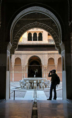 prospect: Perspective dans le ch�teau antique (Alhambra, Grenade, Espagne)