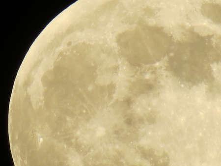 Yellow Moon Imagens