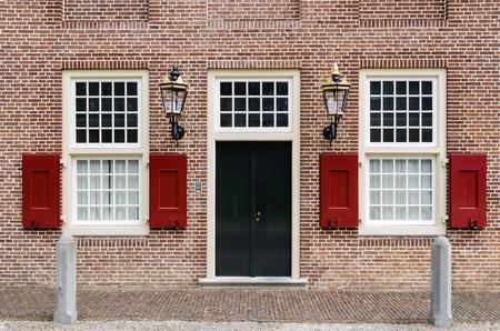 パレス ヘット アーペルドールン、オランダでの灯籠と 2 窓の入り口のドア
