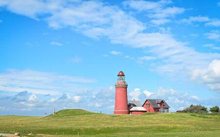 緑の芝生と青い空と赤灯台 Bovbjerg Fyr