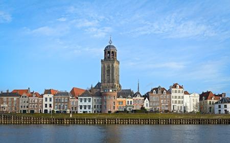 大教会とデーフェンター中世オランダ語都市の眺め