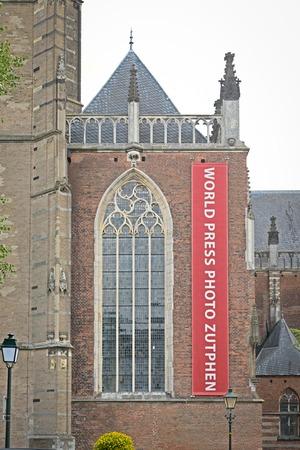 Walburgis 教会のファサードを世界報道写真展のサイン