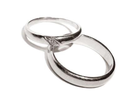 Two wedding gold rings close up platinum toned version Standard-Bild