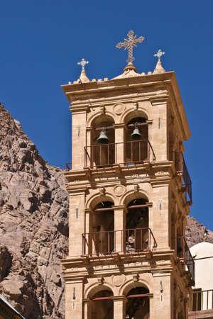 monte sinai: Campana de la torre de San Catherin del monasterio (Egipto, Monte Sina�) Foto de archivo