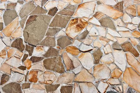 irregular shapes: Pared revestida de piedra natural de formas irregulares Foto de archivo