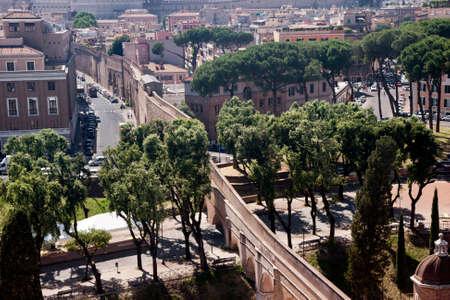 ciudad del vaticano: Passetto di Borgo connecting Vatican City with Castel SantAngelo