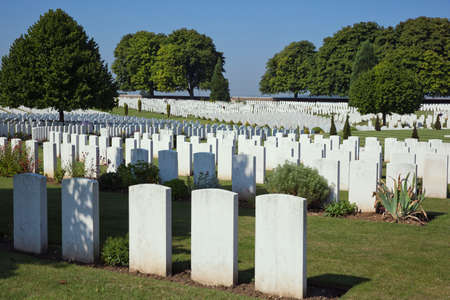 ww1: Overview of the Cabaret-Rouge cemetery Editorial