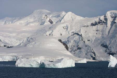 antarctic peninsula: Mountains on the Antarctic Peninsula near Paradise Bay