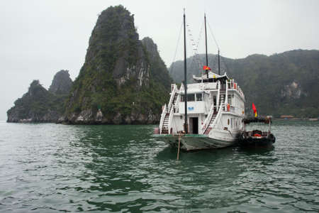 MOTORIZADO: Basura motorizado en Ha Long Bay