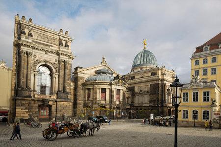 frauenkirche: An der Frauenkirche in Dresden