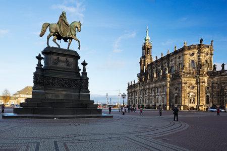 bombardment: The Theaterplatz with the King John of Saxony statue