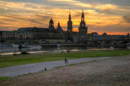 oper: The Bruhls Terrace, the Elbe and the Hofkirche with the Residenzschloss Stock Photo
