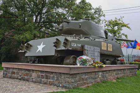 batall�n: Tanque Sherman dedicada a Col Hogan y al 771o Batall�n de Tanques