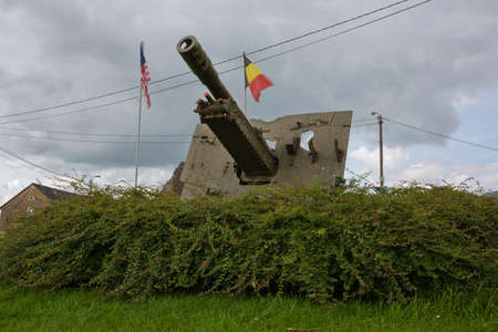 division: Cannon next to the monument in memory of the 82nd Airborne Division in Werbomont Stock Photo