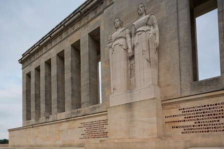 ww1: Part of the facade with statues