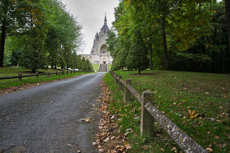 ww1: National monument for the battles of the Marne seen from the park