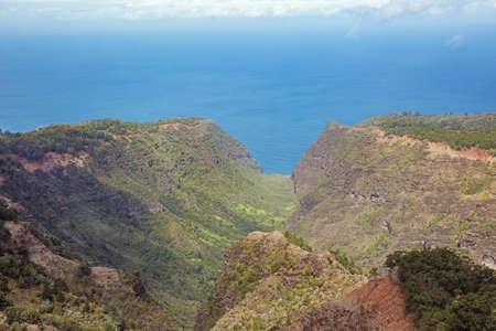 pacific ocean: Approaching the Pacific Ocean through Kauhao Valley on Kauai