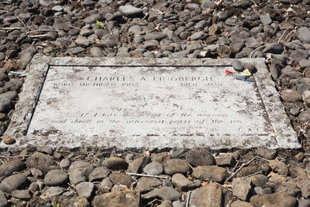 deceased: Tombstone of Charles Lindbergh who deceased in Kipahulu, on Maui, Hawaii. The epitaph on the stone quotes psalm139:9.