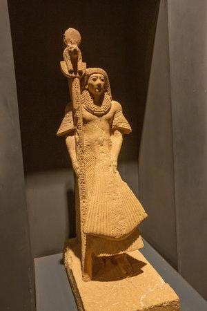 Editorial: LUXOR, EGYPT, October 16, 2018 - Small statue of Nebra in the Luxor museum Редакционное