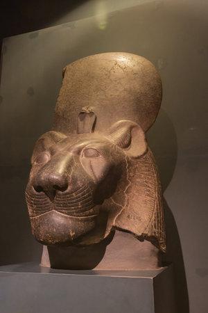 Editorial: LUXOR, EGYPT, October 16, 2018 - Statue of the head of Sekhmet in the Luxor museum Редакционное