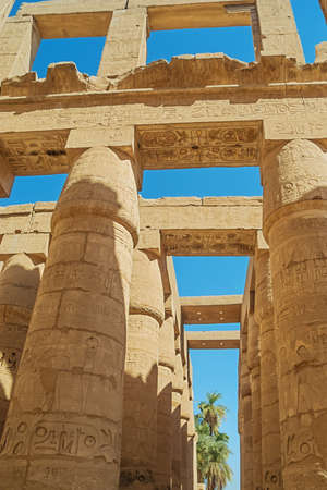 Looking at the top of the columns in the hypostyle hall in the Temple Complex of Karnak 免版税图像