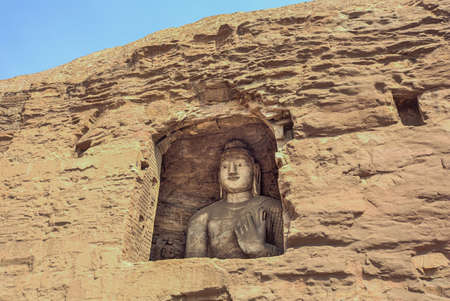 Large Buddha in a niche in the Yungang Grottoes near Datong Stockfoto