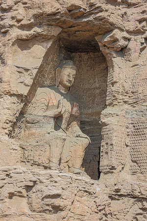 Sitting Buddha in a niche in the Yungang Grottoes near Datong Stockfoto