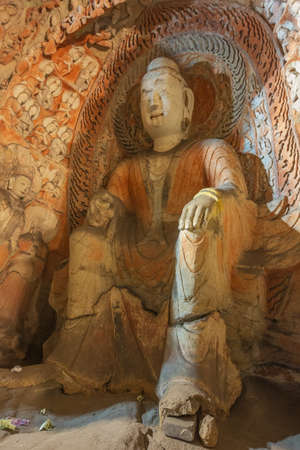 Sitting Buddha statue in cave 6 of the Yungang Grottoes near Datong Stockfoto