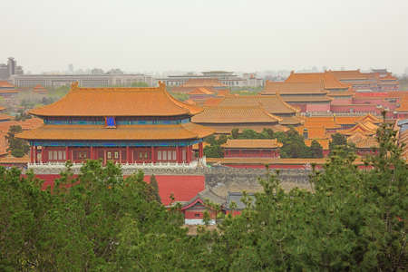 Looking over the roofs of the palaces in the Forbidden City, seen from the Jingshan Park in Beijing 報道画像