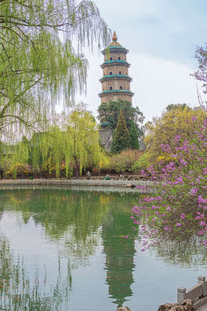 View over the lake to the Tower of Buddhas Relics Increasing in the Jinci temple in Taiyuan 스톡 콘텐츠