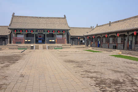View of the courtyard of the County Government Museum in the old town of Pingyao 에디토리얼