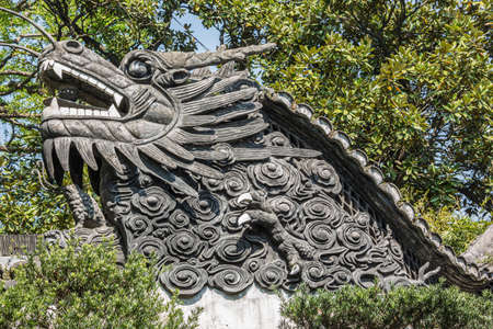 Dragon wall separating different parts in the Yuyuan garden in Shanghai Stock fotó