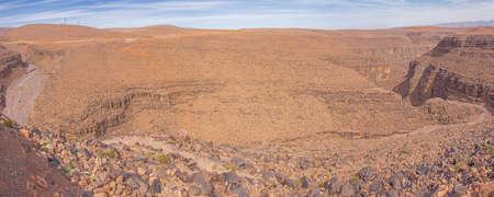 Panorama view of a canyon on the Tizi'n-Tinififft mountain pass on road 9 between Ouarzazate and Agdz 版權商用圖片