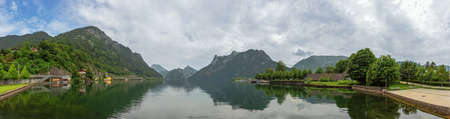 View of the Traunsee, seen from the southern shore in Ebensee Banco de Imagens