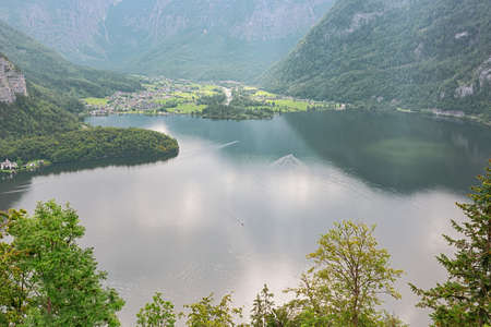 The Hallstatter See with Obertraun on the opposite shore seen from the Hallstatt skywalk Archivio Fotografico
