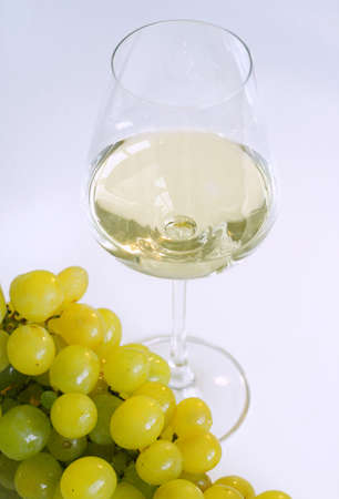 White wine glass with grapes Standard-Bild