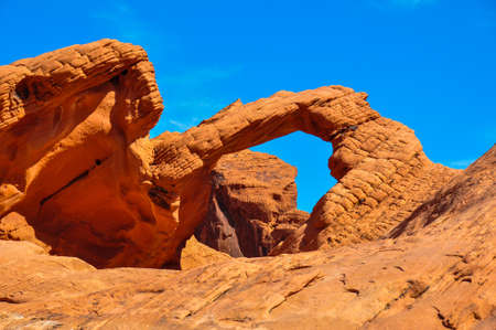 tats: Natural Arch in Valley of Fire Provincial Park, Nevada, USA.