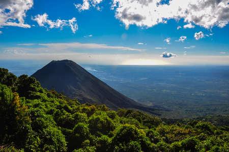 Izalco Wulkan z Cerro Verde National Park, Salwadoru. Zdjęcie Seryjne