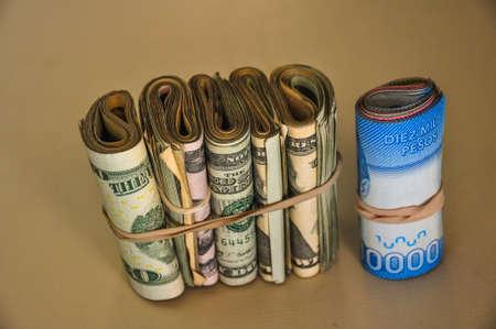 dolar: Azul dolar, d�lar, pesos chilenos, Argentina.