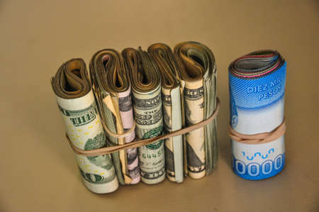 dolar: Blue dolar, US Dollar, Chilean Pesos, Argentina.