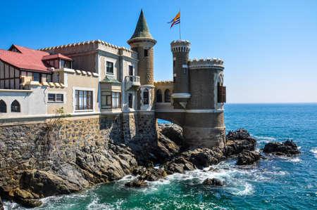 bandera de chile: Castillo Wulff de Viña del Mar, Chile. Editorial