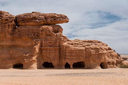 tumbas: Tumbas nabateos en Madain Saleh sitio arqueol�gico, Arabia Saudita.