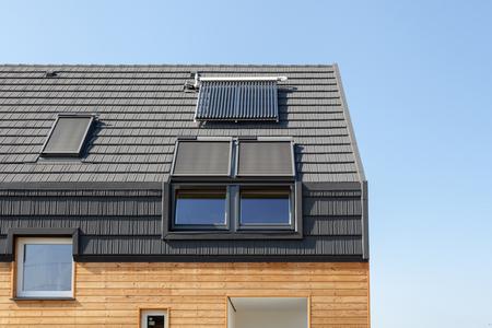 Conceptos de ahorro de energía en el diseño de la cubierta de eficiencia energética del edificio nuevo Foto de archivo